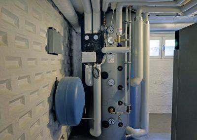 Warmwasser und Heizung des Einfamilienhauses mit der Pelletsheizung Viessmann Vitoligno 330C (18kW)
